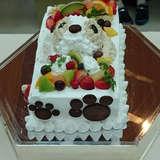 新婦の愛犬モチーフのウェディングケーキ