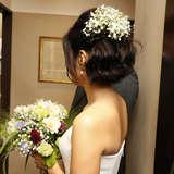 髪につけた生花はサービスでした。