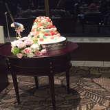 可愛いカラフルなケーキです。