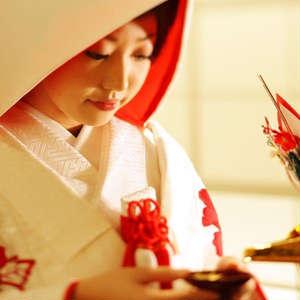 厳粛な神殿で本格和婚★神前結婚式プラン〈白無垢&紋付〉