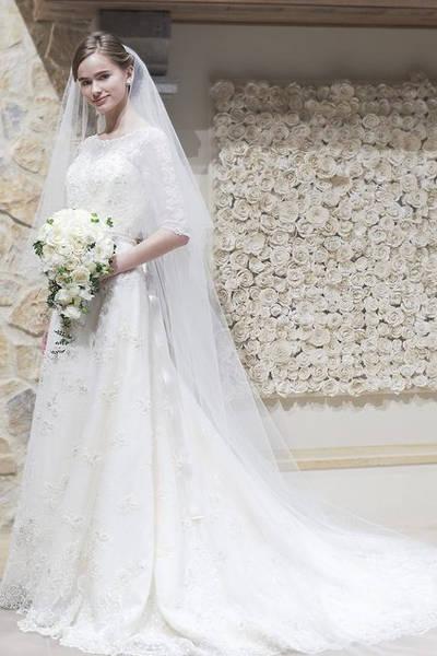 2枚目 世界の王妃を彷彿させる銀座三越オリジナルドレス【ロイヤルプリンセスシリーズ】