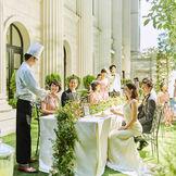 パーティー会場の扉を開け放つと、開放的なプール付ガーデンが広がる。装飾にこだわったり、デザートを楽しんだり自由!