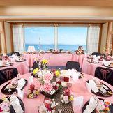 大きな窓から瀬戸内海を一望できる披露宴会場・七島