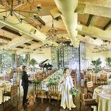 重厚な雰囲気とアットホームな空気感を兼ね備えた会場はどんなパーティも叶う理想の会場