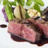 焼き加減も絶妙な肉料理はリクエストに応じてランクや部位を用意してくれるのでお気軽に相談を