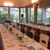 四季折々に豊かな表情をたたえるガーデンを臨むカフェでカジュアルな披露宴、パーティも可能です。