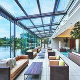 知性と品位漂う洗練されたひとときを予感させる、デザイナーズ建築。