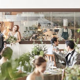 パーティ会場に併設しているオープンキッチン