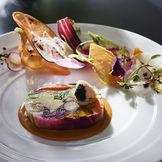 お野菜のみを使用した「野菜のコンポジションテリーヌ」はホテル自慢のスペシャリテ
