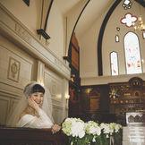 140年の歴史ある教会 ステンドグラスの光に包まれて…