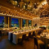 【THE CLUB】みなとみらいのロケーションを楽しみがなら、シャンパンがテーマの会場でオシャレな大人のパーティーを。コーディネート次第で、シックにもカジュアルにもなる隠れ家的スイートルーム。