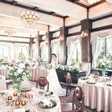 ホテル本館のメイン披露宴会場「桜の間」。 昭和9年から歴史を積み重ね続けるクラシカルな披露宴会場。