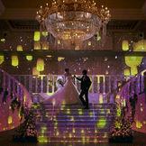会場リニューアル!大会場に新演出が誕生!プリンセス入場が叶う階段も、映像に包まれてより印象的に!
