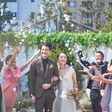 上質とナチュラルが叶う結婚式。開放的で温かなガーデンテラスで人前式。  館内には沢山のフォトスポット、一歩目白の街に飛び出すと豊かな自然の中でお写真を納められ前撮りやフォトウエディングにもお勧め。お二人に合わせた様々なスタイルもご提案します。