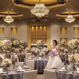 高級感のある会場でひと際目を引くのは当日主役の新婦様!シンプルな会場で、コーディネートもお二人らしさを存分に表現できます♪