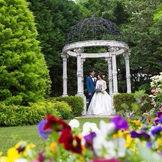 たくさんの緑と花に囲まれてお二人理想のご結婚式を...