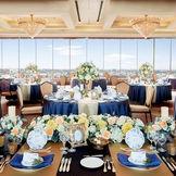 メインテーブルを窓際にセッティングすれば、明るい雰囲気の中での披露宴が叶う♪