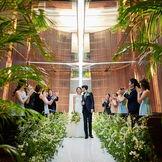 【森と泉の音楽堂】感動的なその日だけの瞬間を「音楽や映像」とともにお過ごしいただきたいという思いから生まれた「音楽堂」では、オルガン・チェロ・オーボエ・バイオリンの四重奏による大感動の挙式を行っております。