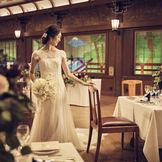 クラシックなドレスが似合う空間
