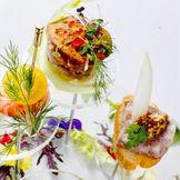 e oriental banquet の料理が結婚式のおもてなしの最重要アイテム。コースの中には、シェフと打合せをして「新郎新婦の思い出の料理」を1品を入れて頂けます。