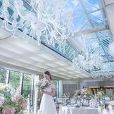 披露宴会場では天窓からの自然光が印象的
