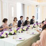 感動の挙式の後は会食も人気。フレンチレストランとしても人気の会場で美食を堪能してください。窓からは東京の眺望が楽しめます。