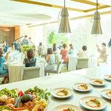 オープンキッチンも会場に併設されており、当日はシェフ達のライブ感を感じられる。