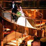 ホテルウェディングらし螺旋階段でのお写真がお撮り頂けます