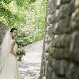 教会から続く石の回廊は独特の雰囲気が漂い撮影にぴったり