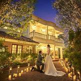 ナイトパーティーの締めくくりに新郎様から新婦様へのサプライズプロポーズもステキ!ここでは結婚式が結んで改めてこれから一緒に歩む人生の誓いを新婦様へ...!きっと忘れられない大切なお言葉になるはず。