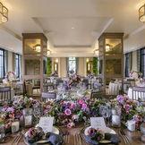 伝統的な日本建築の美しさが薫るカーペットや装飾は、迎賓に相応しい華やかさと組み合わさり、高貴な時間を演出します。