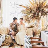 ソファースタイルのメインテーブルは、ゲストとおふたりの距離感を縮めてくれます。