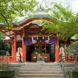 自然の中にひっそりと佇む「芝東照宮」。静寂な空間で心温まる挙式を。