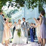 【アフターセレモニー】挙式後は、開放的なプライベートガーデンでゲストと一緒に贅沢なひとときを過ごせるのが魅力