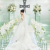 県内では珍しいガラスのバージンロードは、先輩花嫁にも人気です。
