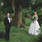 日比谷公園に佇む日比谷パレスは1日1組貸切。太陽光の差すガーデンチャペルやプロヴァンスの色味を取り入れた披露宴会場。ウェディングドレスの映える公園でフォトウェディングや親族挙式の少人数結婚式なども。コロナの時代に合わせた今できる1日を。