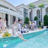 プールサイドでのパーティは海外セレブになったよう。ゲストの気分も上がる