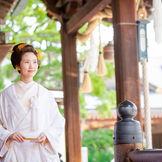 かつらや洋髪ではなくずっと伸ばしてきた花嫁さんの髪で結い上げる「新日本髪」 白無垢との相性もピッタリ