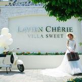 VILLA SWEETの正面門にて♪ カジュアルでアットホームな結婚式が叶います♪