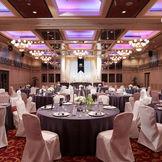 最大収容人数160名を誇るホテルモナーク最大の会場をゆったりとお使いいただき、記憶に残るブライダルシーンを演出します。