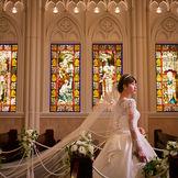 270度のステンドグラスに囲まれた壮麗な大聖堂