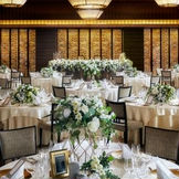 「グランドルーム」アーティスティックな会場は、ふたりが入ることで一つの「美空間」として完成する造り。