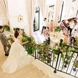 【ホワイトハウス】プリンセス気分で階段からの入場は大人気