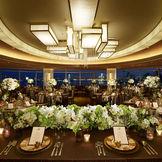 披露宴会場『ウィラード』 220度に広がるパノラマからはレインボーブリッジをはじめ、東京ベイを一望できます。 【収容人数】90~210名様