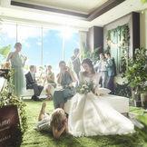 【スイートロビー】開放的な青空に花嫁が映える、大人の上質空間。ロビーから貸切って特別な一日を
