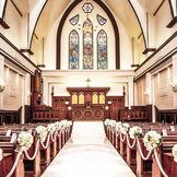 イギリスの調度品を使用した本物の教会