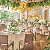 温かみのある木の質感と先鋭のデザインを融合させたナチュラルモダンなパーティ会場
