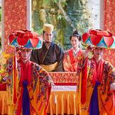 祝儀舞「四つ竹」の優美な舞とその打ち鳴らす音色で未来への清め払いを行います