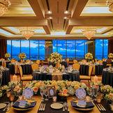 夕日から薄暮まで見ることができる午後の披露宴も人気♪地上94メートルからの景色は圧巻!