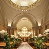 イエローオニキスが輝くルネサンス様式のチャペルは正統派で本格的な結婚式を